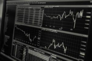Aktienkurs auf Laptop für Fondsgebundene Lebensversicherung