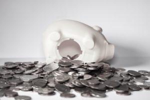 Ausgeleertes Sparschwein Auszahlung Lebensversicherung