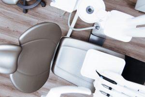 Behandlungsstuhl vor Zahnbehandlung Zahnzusatzversicherung