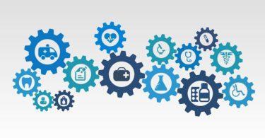 Blaue Netz aus Zahnrädern mit Icons zu Leistungen von Krankenkassen