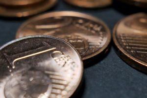 Ein Cent Stück für den geringen Wert beim Lebensversicherung kündigen