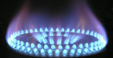 Feuer des Kochfeldes eines Gasherdes für Gasvergleich