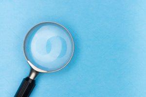 Lupe für Bonitätspruefung bei Rahmenkredit