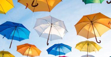 Aufgespannte Regenschirme als Sinnbild für Private Krankenversicherung für Beamte