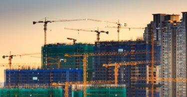 Reisepreisminderung bei Baulärm der Baustelle mit Kränen