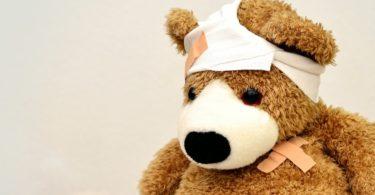 Verarzteter brauner Teddybär Private Krankenversicherung