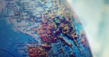 Weltsparen mit Fokus auf Globus Nahaufnahme